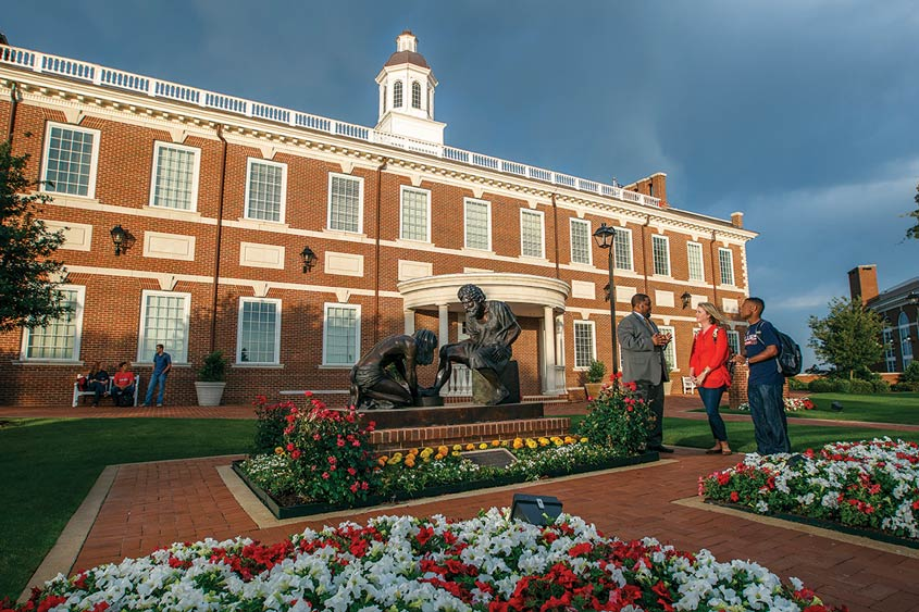 Dbu Partners With Barnes Noble College To Manage Its Campus Bookstore
